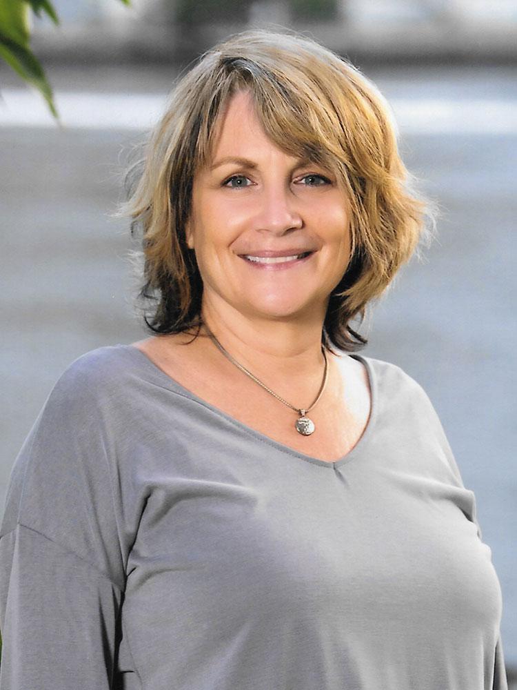 Lynn Marfey | VP of Creative Services : alternatives team member